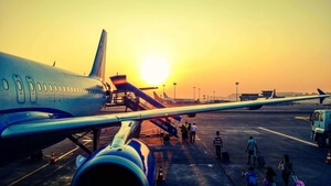 10 tips for finding last minute low fare flights and accommodations.